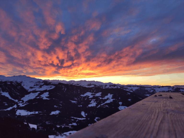 Mooie zonsondergang in Westendorf, Oostenrijk