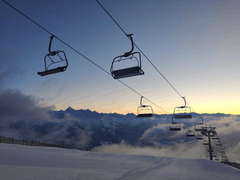 Top van de berg in Zell am See met ondergaande zon