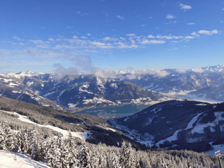Uitzicht op Zell am See vanaf de piste