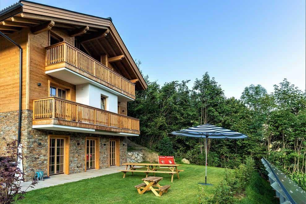 De tuin van de lodge in Mühlbach am Hochkönig waar we rusten tijdens onze sportieve vakantie