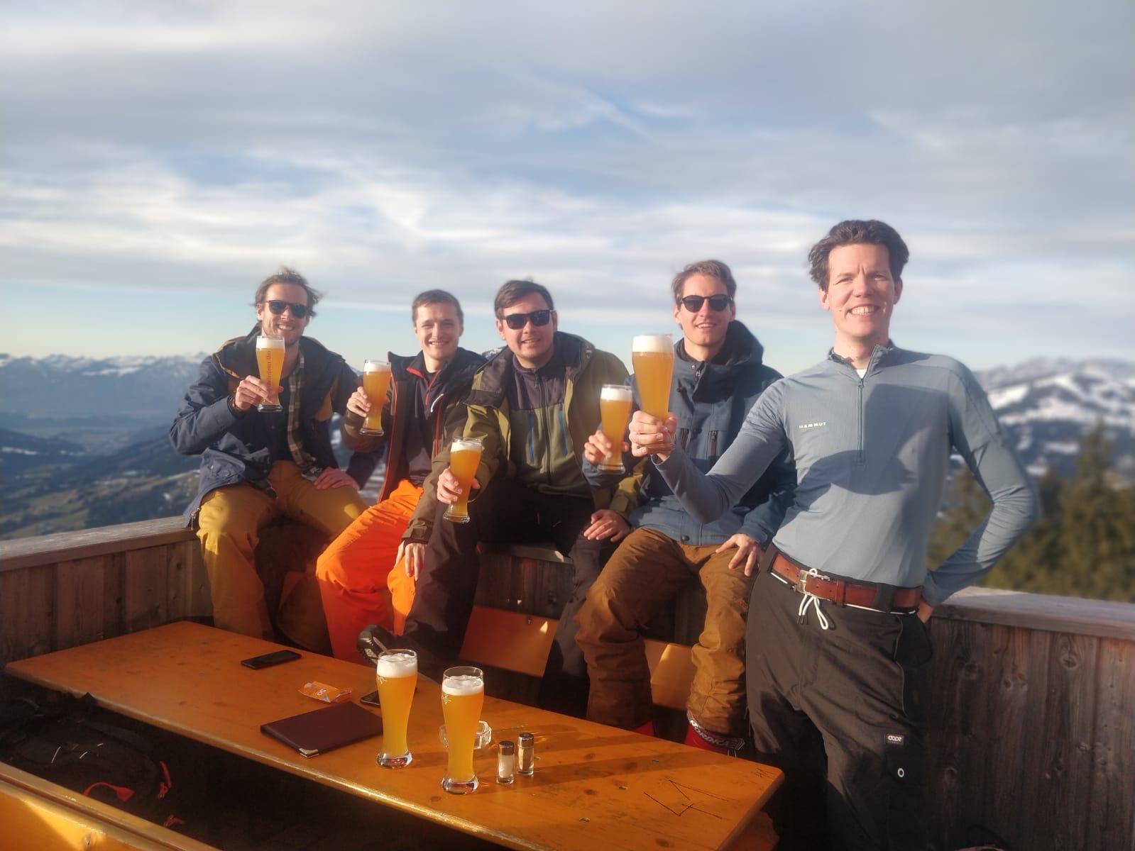 Biertje Alpenrosehutte tijdens Alpex skitochten