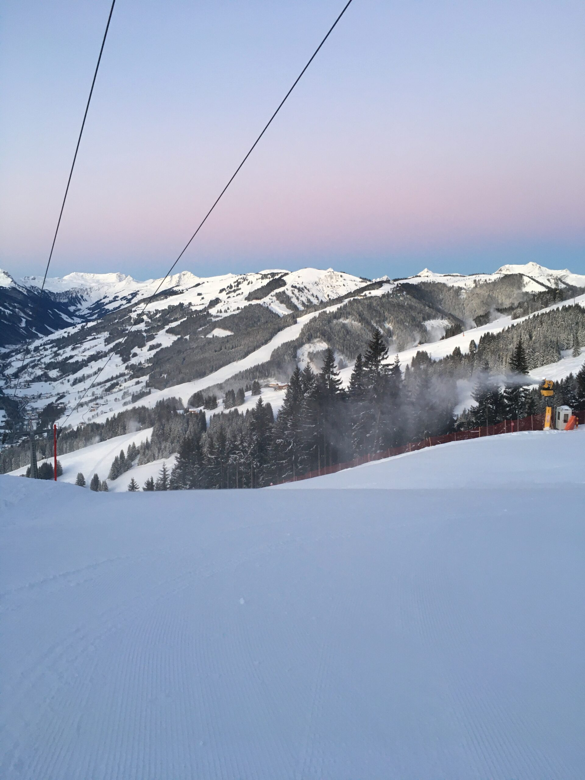 Ochtendglore in Saalbach tijdens skitocht
