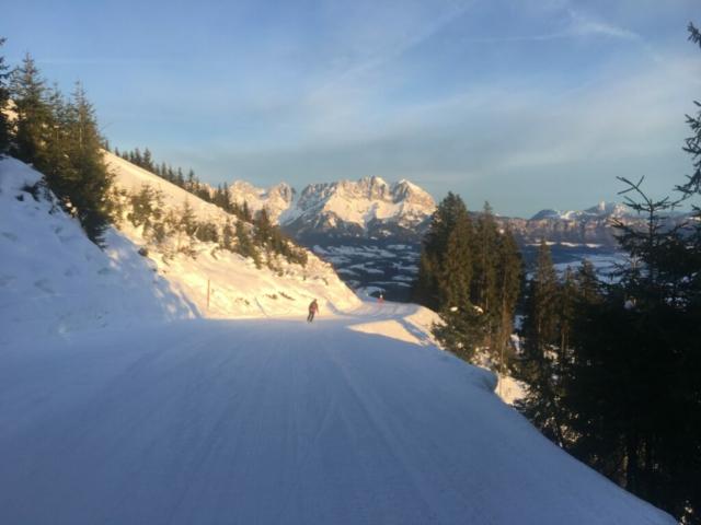 Eerste pistes met uitzicht op de Wilder Kaiser
