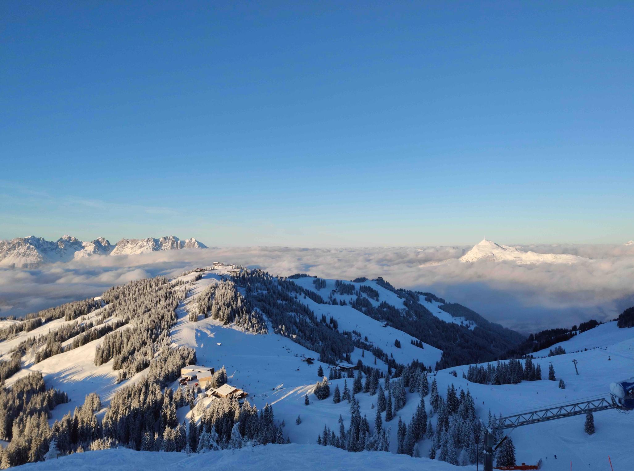 Wolkendek over Kitzbuhel