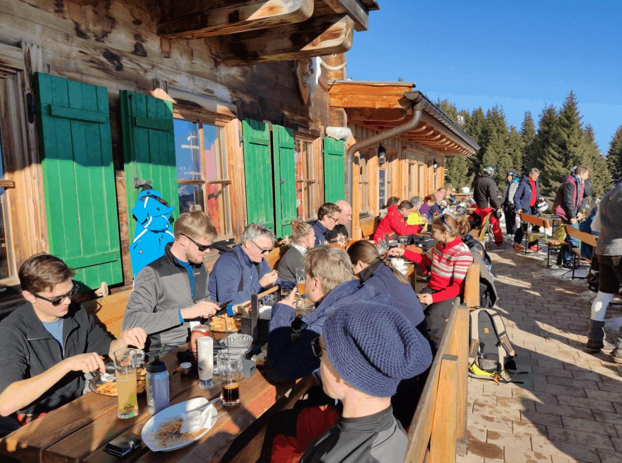 Lunch tijdens huttentocht